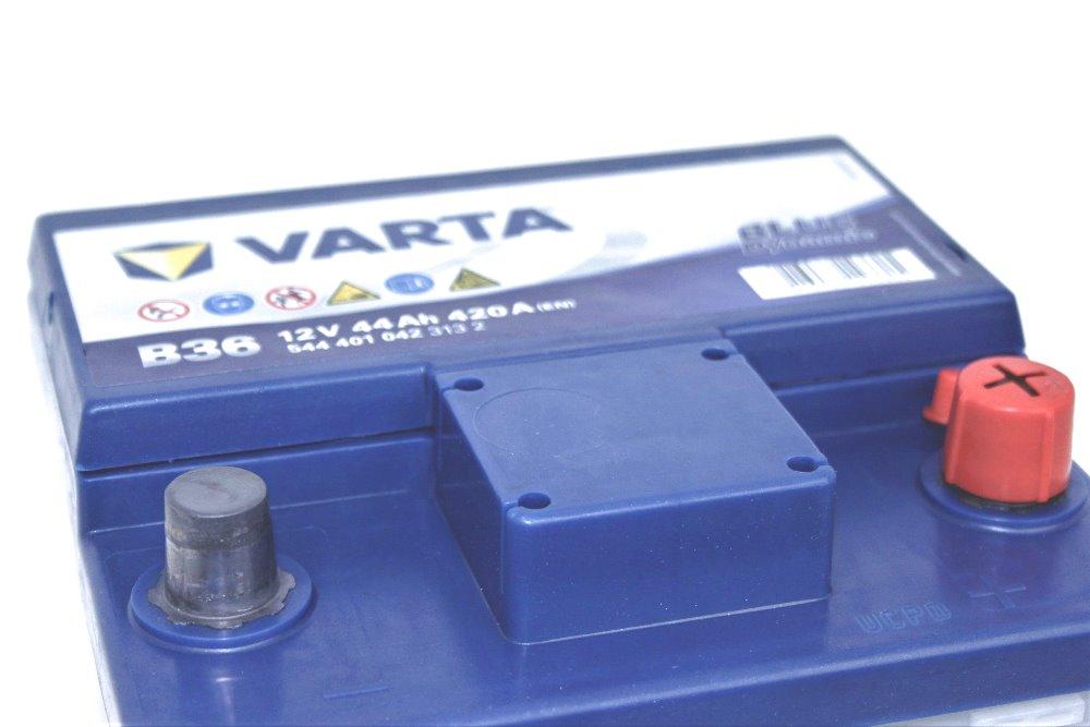 batterie auto varta 12v 44ah 420a b36 la casa della batteria. Black Bedroom Furniture Sets. Home Design Ideas